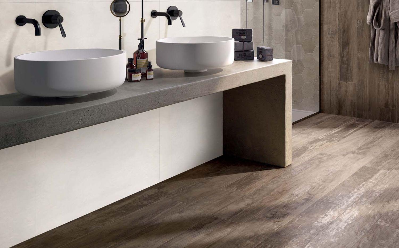 Houtlook tegels in de badkamer | 卫生间 | Pinterest | Woods