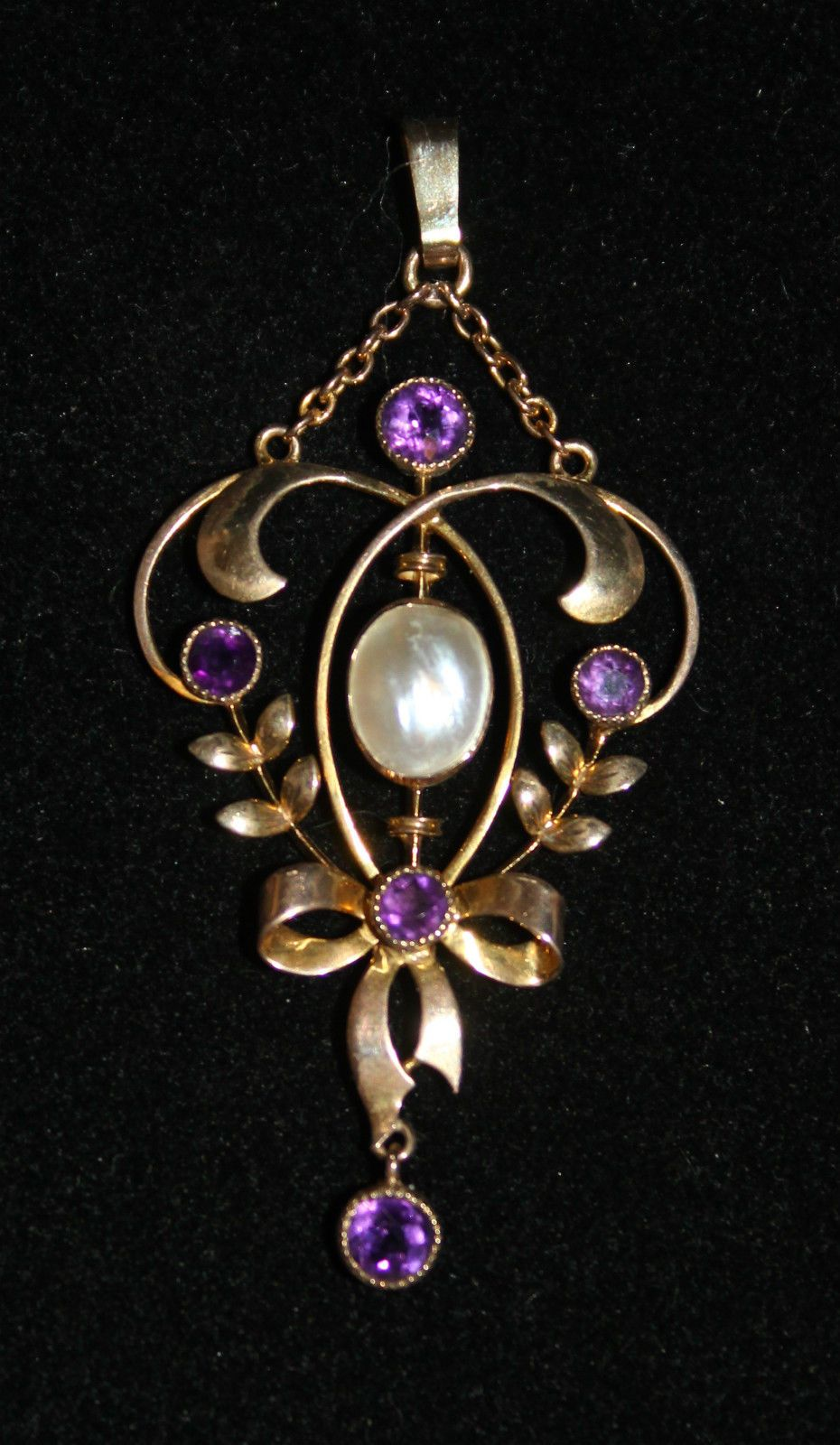 """This is a stunning Art Nouveau pendant with amethysts and a central blister pearl set in 9 ct gold (marked """"9ct"""" on the back) which would have been made around the 1900's. It measures 4.8 x 2.3 cm in size including bale. 