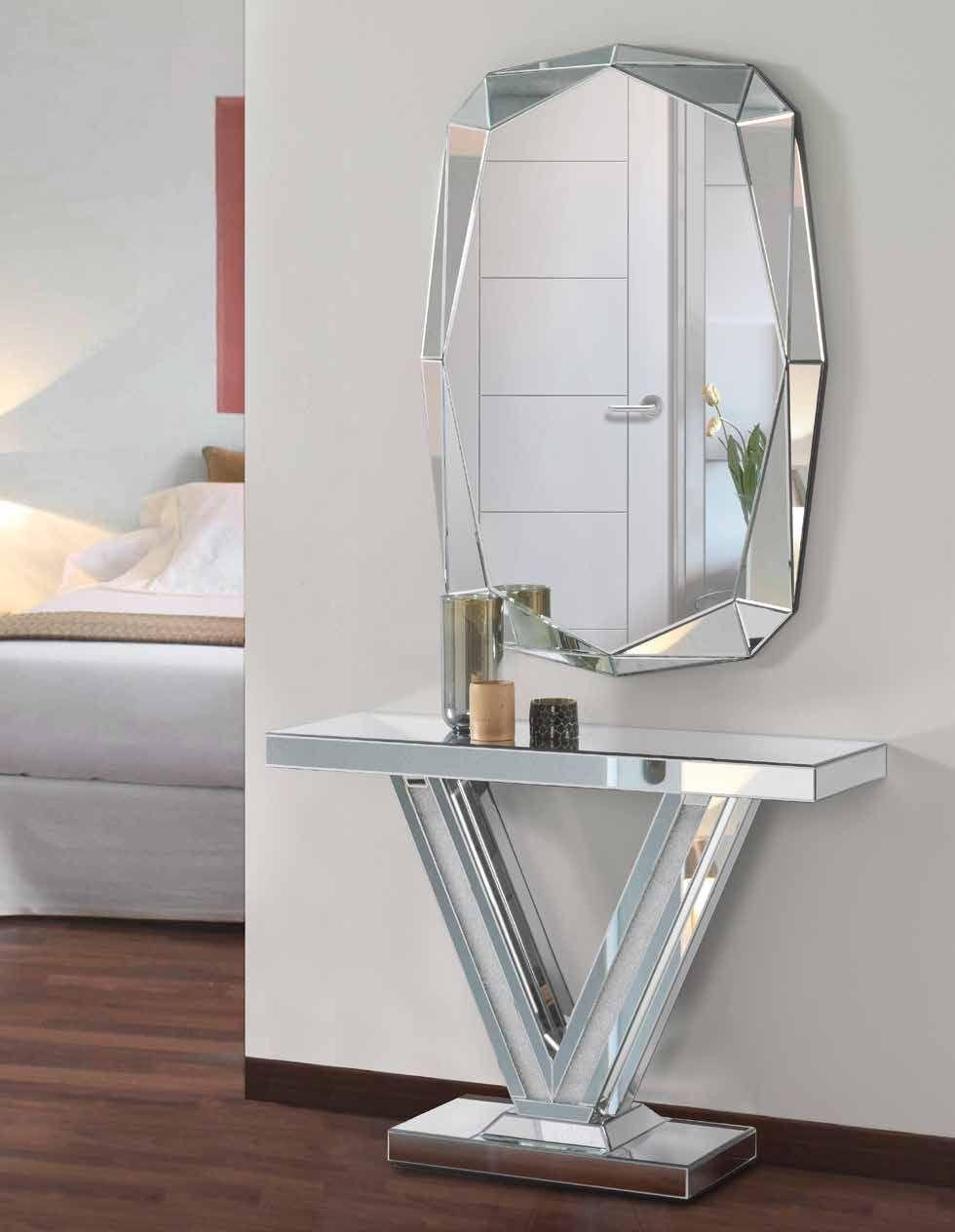 Espejo moderno que destaca por su forma de diamante, es perfecto ...