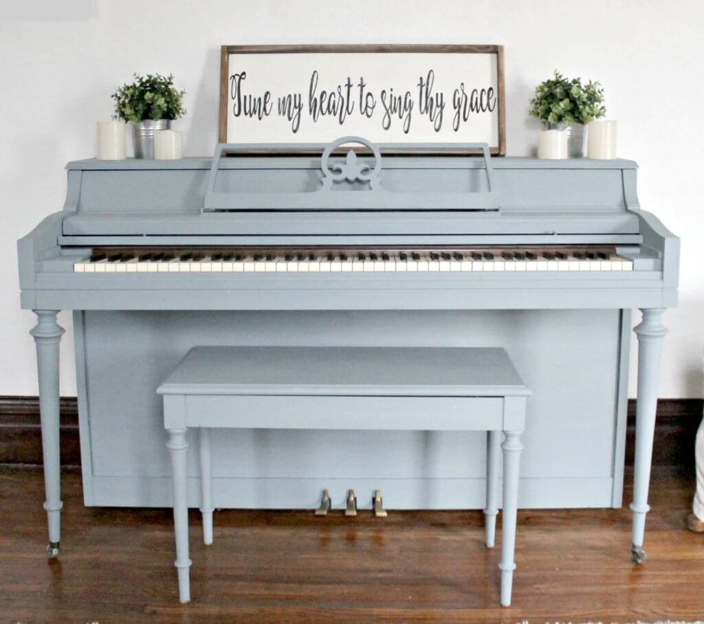 I\'m a sucker for a painted piano...Miss Mustard Seed Milk Paint in ...