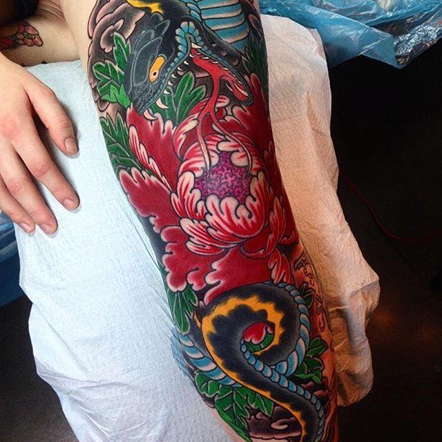 Japanese Snake And Flower Leg Tattoo By Mariusmey Japaneseink Japanesetattoo Irezumi Tebori Colortattoo C Leg Tattoos Sleeve Tattoos For Women Tattoos