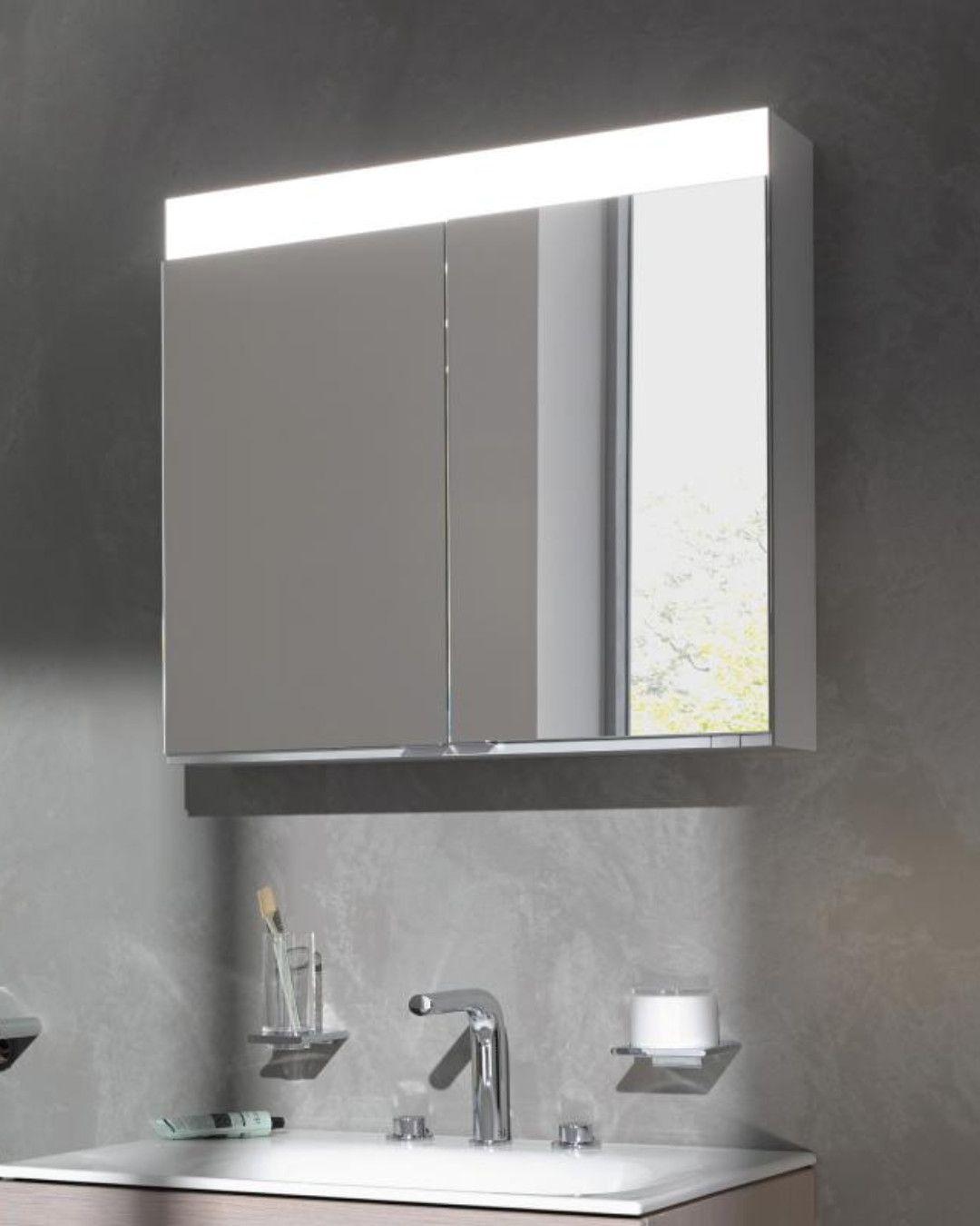 Keuco Edition 400 Ein Blickfang Mit Led Beleuchtung Fur Ihr Modernes Bad Der Geraumige Spiegelschrank Verfugt U In 2020 Spiegelschrank Led Beleuchtung Spiegelheizung