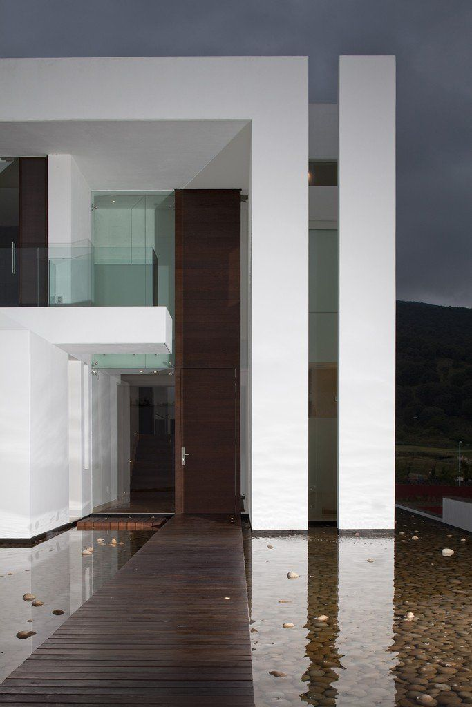 Minimalist house oversized wood entry door at the casa for Interiorismo almazan