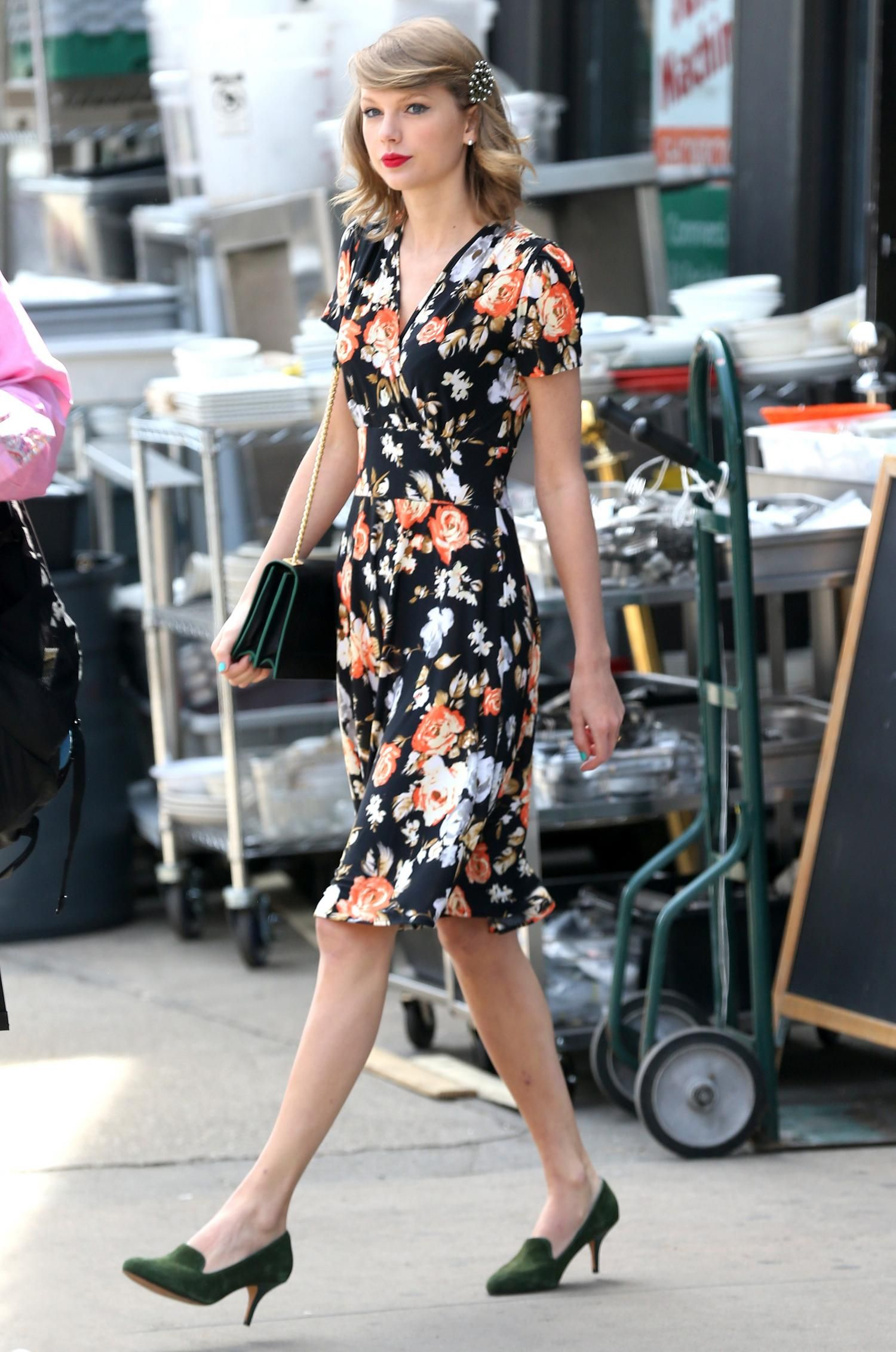 2019 year for lady- Swift Taylor retro fashion pictures