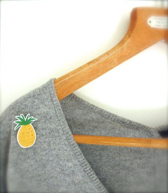 Ananas Brosche für Feinschmecker. Zu finden auf Etsy.