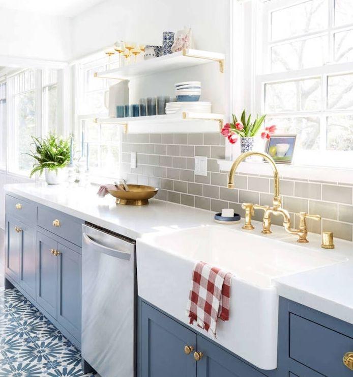 1001 conseils et id es de relooking cuisine petit prix cuisines bleu fonc plans de. Black Bedroom Furniture Sets. Home Design Ideas