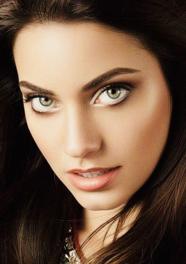 Женщина с зелеными глазами картинка
