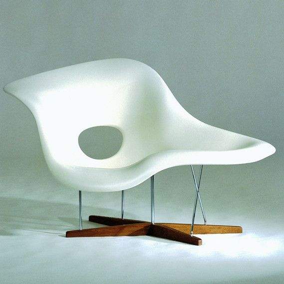 The voluptuous organic form of the eames la chaise was an for Eames chair prix