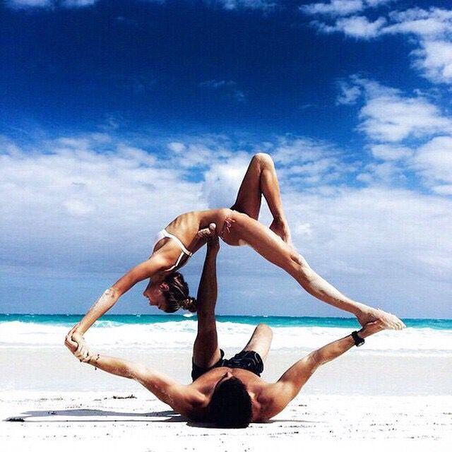 Dimagrire con lo Yoga: Consigli e Posizioni Principali. Allunga i muscoli, azzera i dolori, migliora il tuo IO aumentando la tua consapevolezza. Prova!