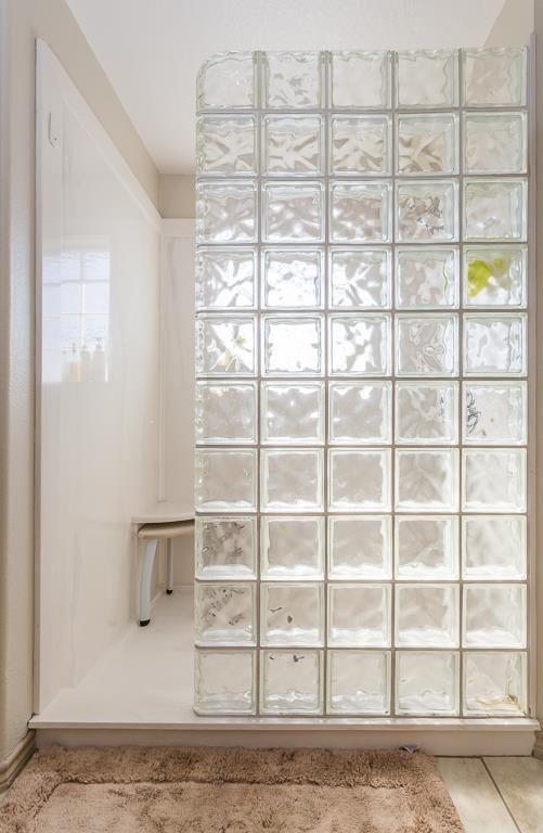 Mettons des briques de verre dans la salle de bains Bath, Toilet