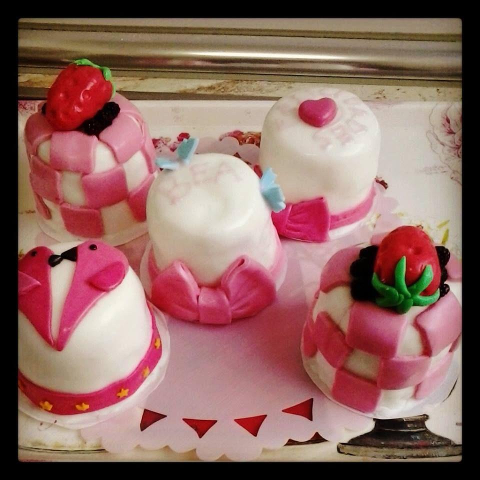vegan mini cakes for my friend Bea birthday.