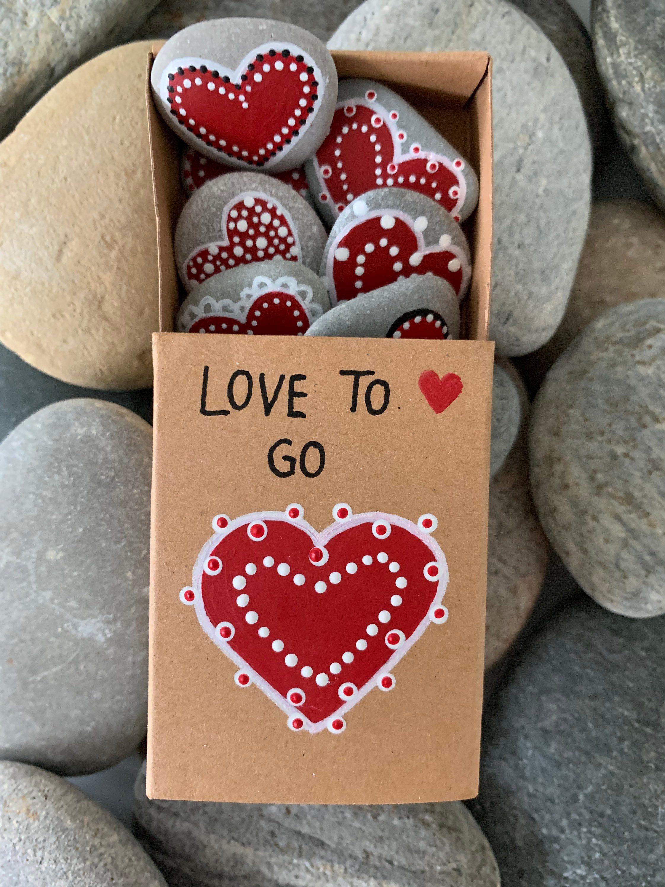 Love to go  bemalte Kieselsteine in einer kleinen Schachtel  | Etsy
