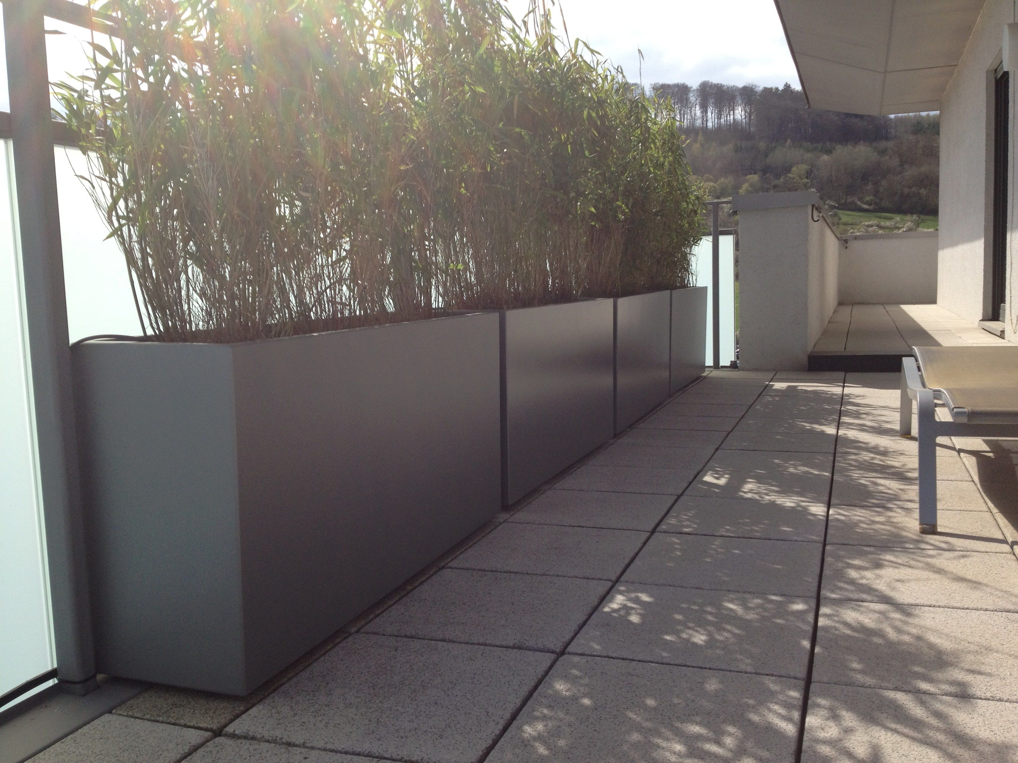 Photo of Blumenkasten aus Faserzement Custom planters By ATELIER SO GREEN