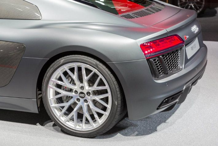 Bigger, Lighter, And Faster: Audi R8 2017. Luxury Sports CarsExpensive ...