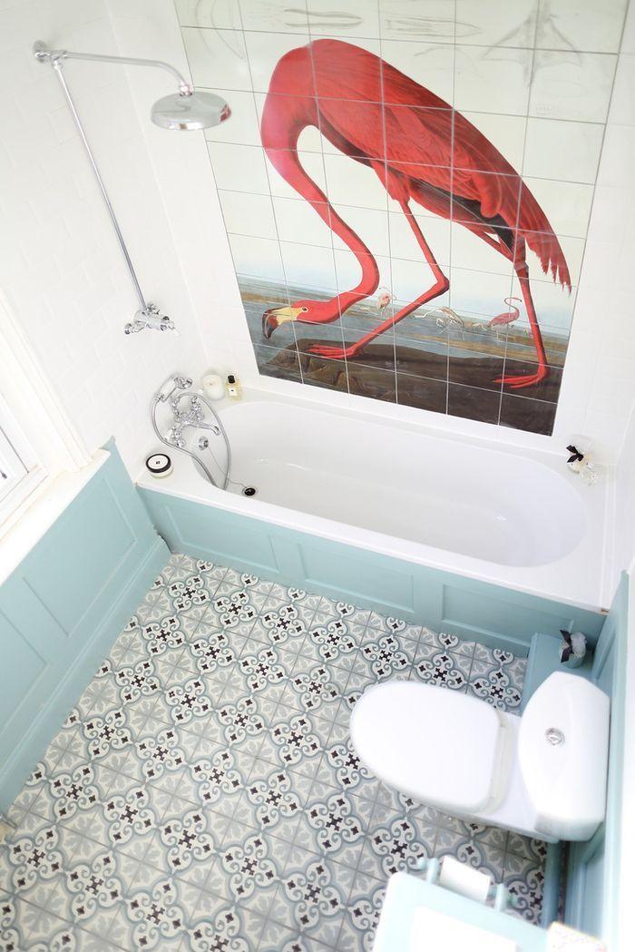 Ixxi Flamingo (Audubon. Greater Flamingo), bathroom. Inspiratiezaterdag! Nu te lezen op http://www.stijlhabitat.nl/inspiratiezaterdag-no-45/