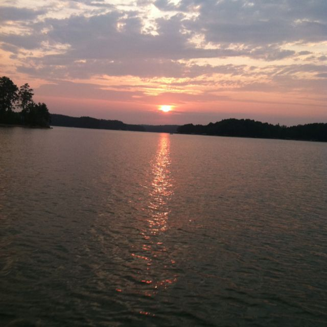 Lake hartwell sc sunset places i 39 ve been and loved for Lake hartwell fishing hot spots