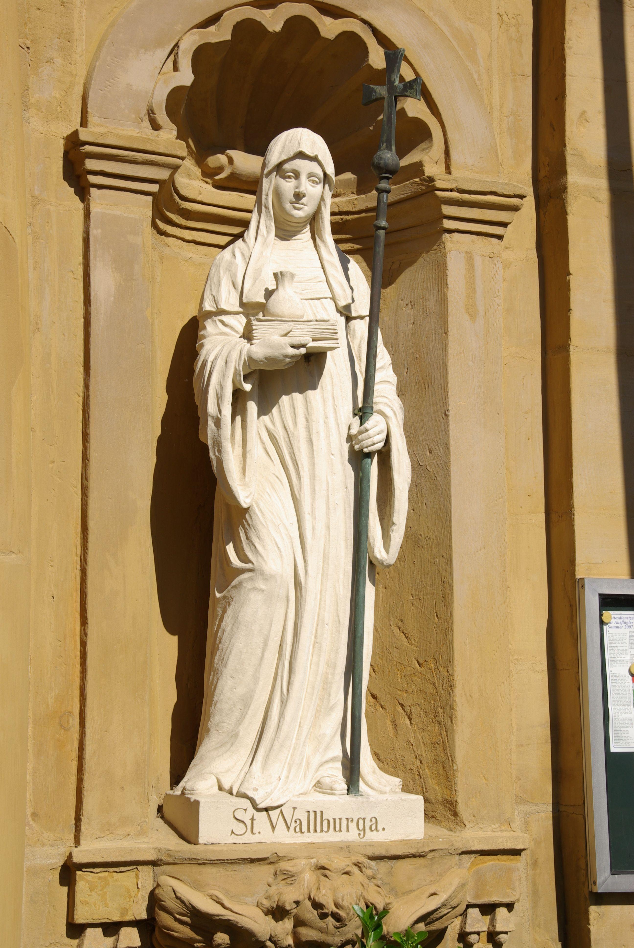 Die Heilige Walburga mit ihren Attributen, Buch und