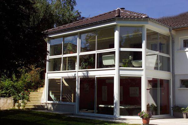 La véranda peut être totalement intégrée à larchitecture de la maison comme ici sur