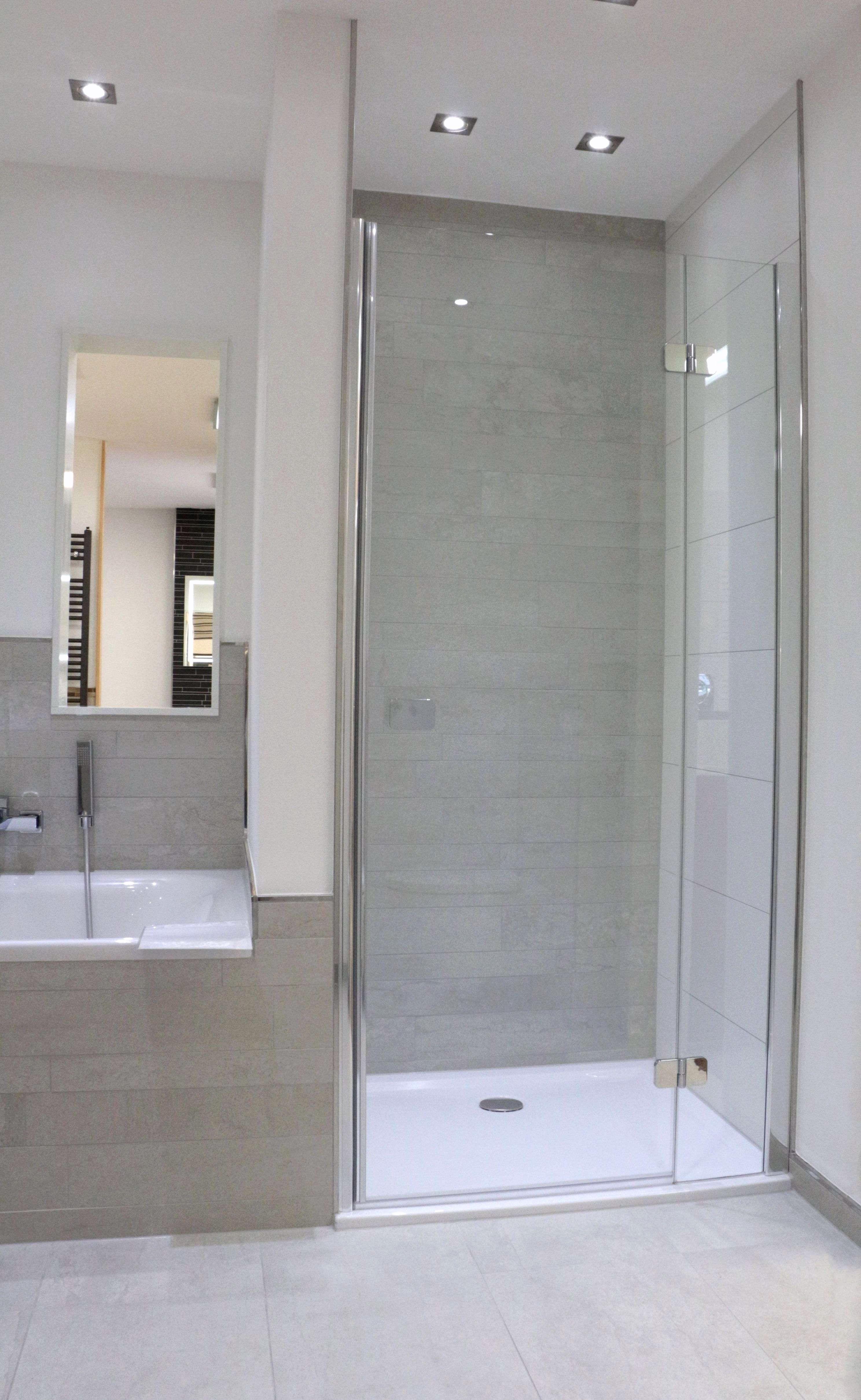 Badezimmer Mit Dusche Badezimmer Mit Dusche Badezimmer Mit Dusche Badsanierung Ohne Fliesen Fabe Badezimmer Neu Gestalten Badezimmer Badezimmer Fliesen Grau