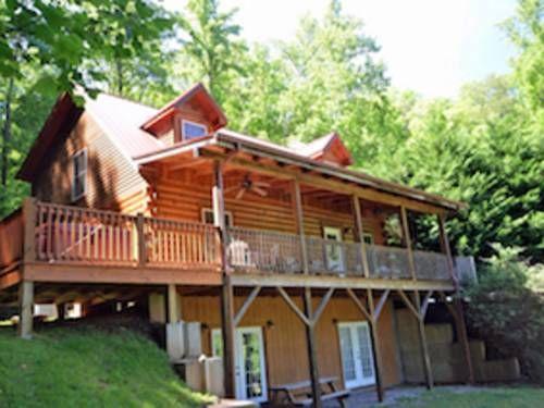 Rising Ridge Cabin Whittier North Carolina Set In Whittier In The North Carolina Region This Holiday Home Is Cabin Vacation Rental Bryson City Cabin Rentals