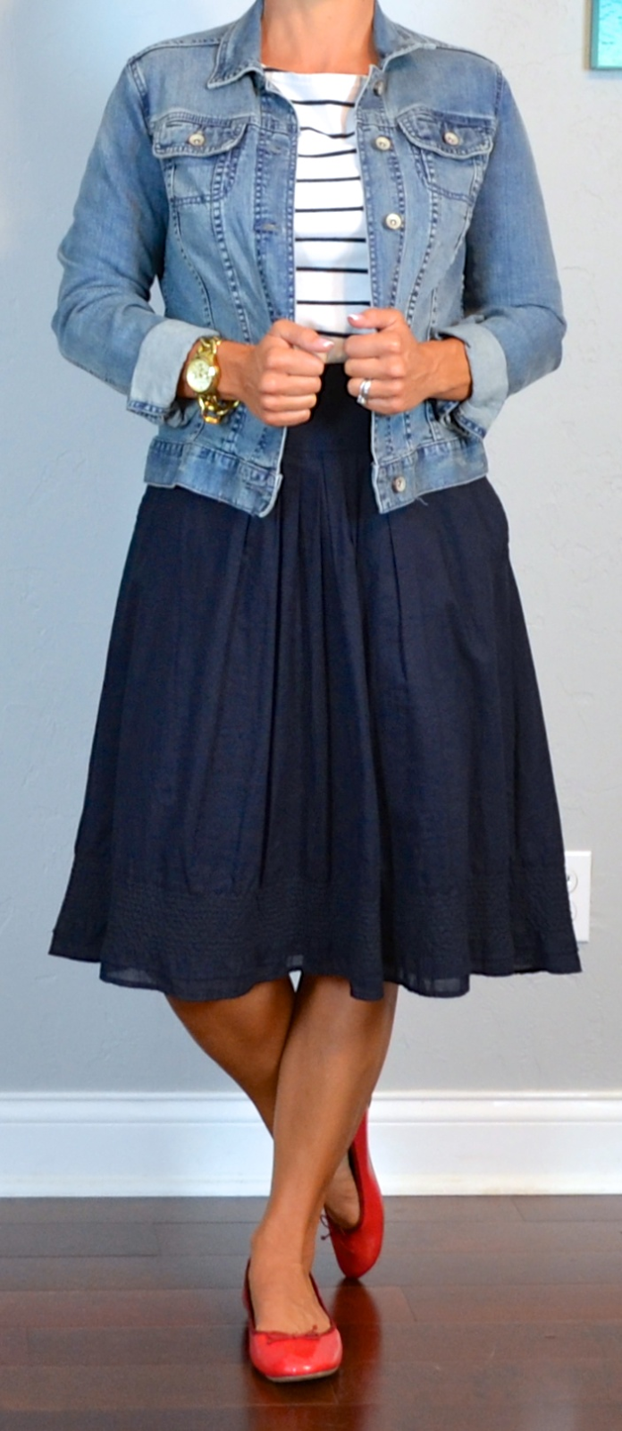 Photo of Outfit striped shirt denim jacket navy skirt red ballet shoes
