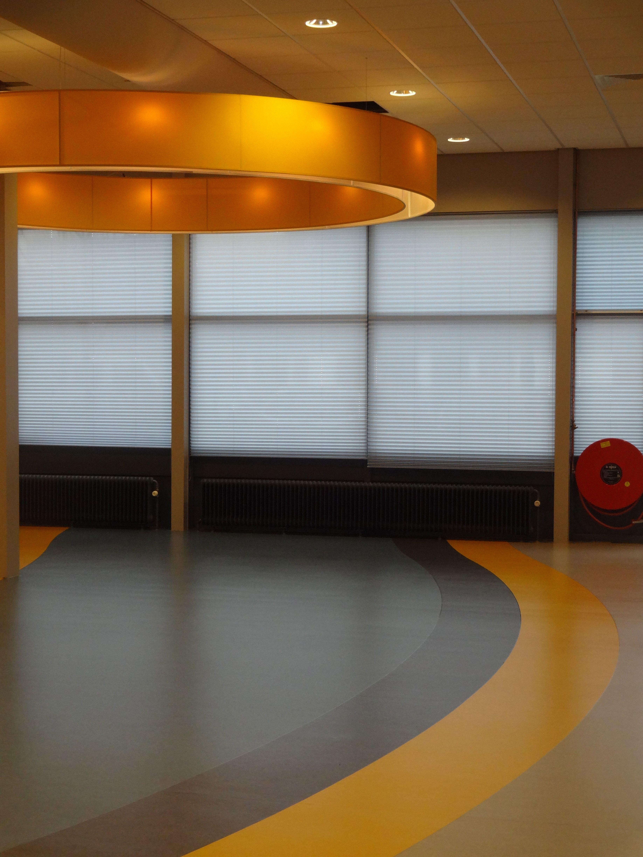 golvend gelegde marmoleum kantine interieur forbo spinlight