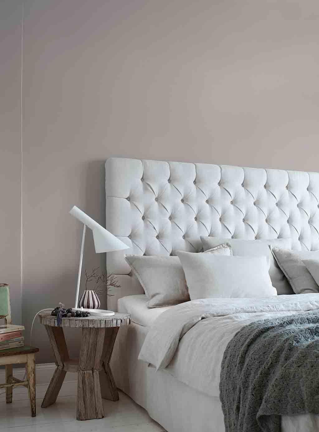 Graue Wand im Schlafzimmer Alpina Feine Farben No. 02 Nebel Im ...