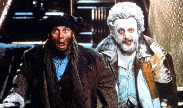 Home Alone Sticky Bandits 16 Diy Costumes Based On Your Favorite 90s Movie Character Christmas Movie Characters Home Alone Movie 90s Movie Character