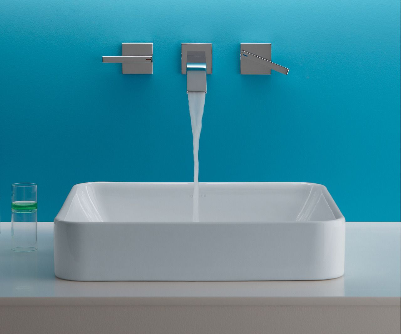 Sleek and Contemporary The Vox Square Vessel Style Sink Features
