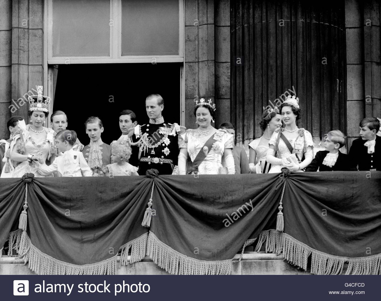 Queen's Coronation Queen's coronation, Buckingham palace