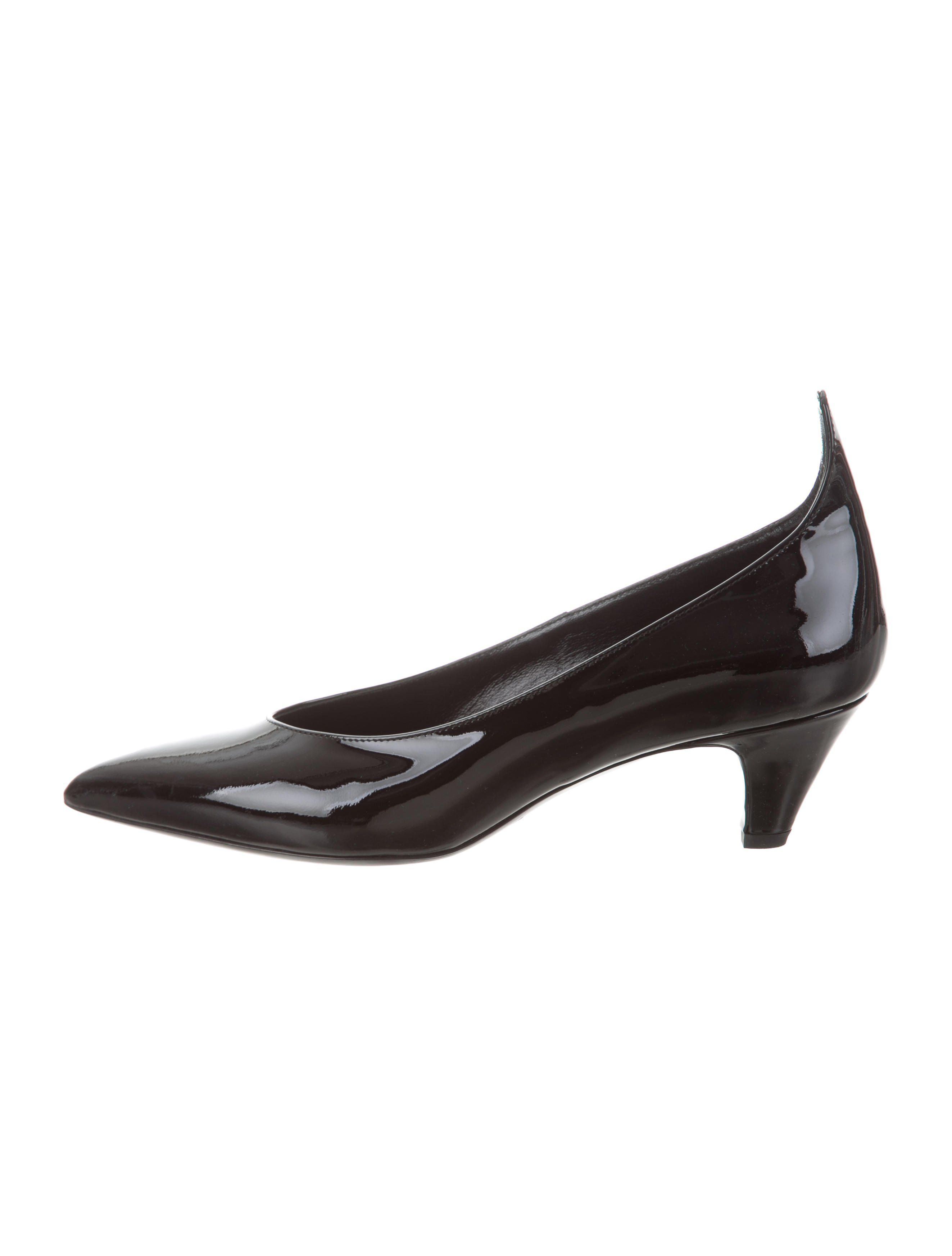 bd90ac254a7 Pointed-Toe Patent Leather Pumps w/ Tags in 2019   fashion   Patent ...