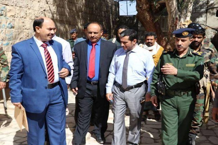 لجنة التحقيق تزور سجني الشرطة العسكرية والاستخبارات في مأرب نشوان نيوز Fashion Academic Dress Dresses