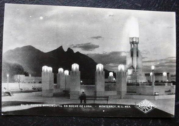 Fuente Monumental en Noche de Luna #Monterrey Nuevo Leon, Hoy solo queda la base de la fuente.