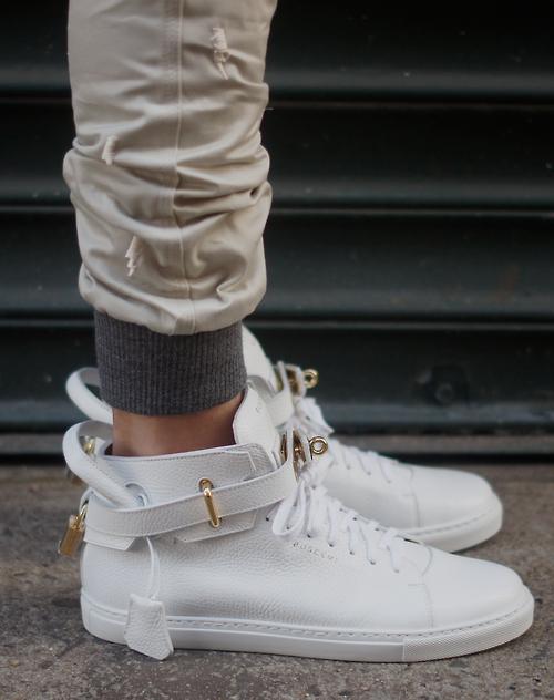 new styles 37df3 d110d Incredible sneaker from Jon buscemi.  sneakers Zapatos Dama, Botas Zapatos,  Tenis De