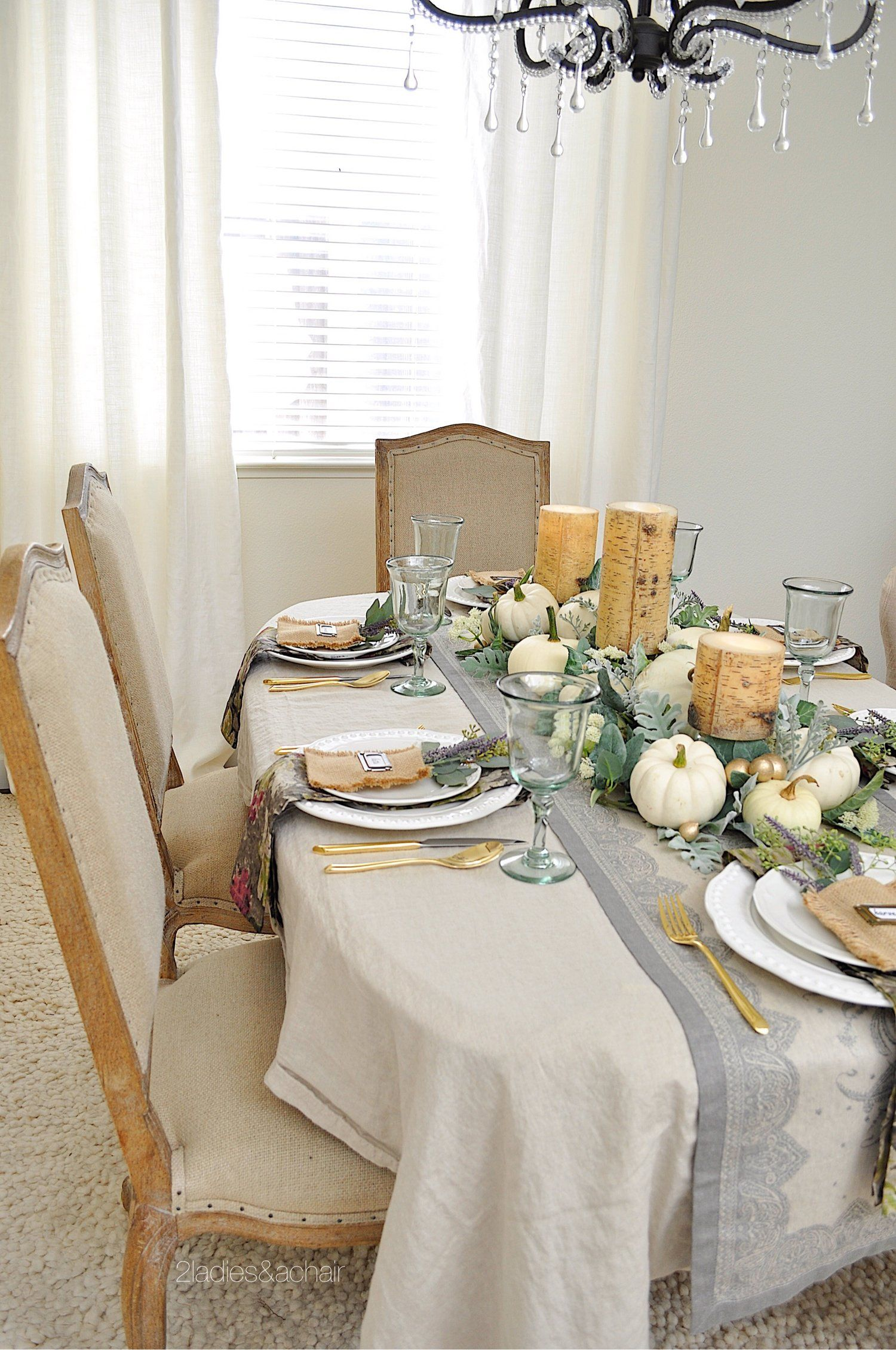 A Simple Beautiful Way To Decorate Your Dining Table For Fall 2 Ladies A Chair Dining Table Decor Fall Dining Table Simple Dining Table