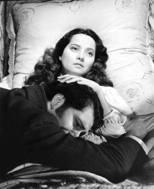 Merle Oberon and Laurence Olivier in Wuthering Heights (William Wyler, 1939) #williamwyler Merle Oberon and Laurence Olivier in Wuthering Heights (William Wyler, 1939) #williamwyler