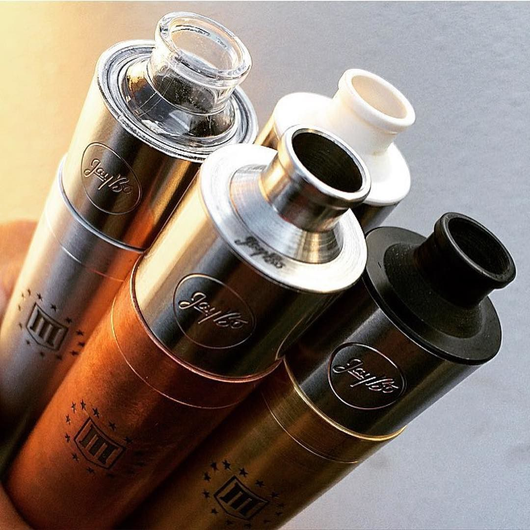 Do you have one setup per flavor?  Tag a friend  Photo by @vape_o_five by vapeporn