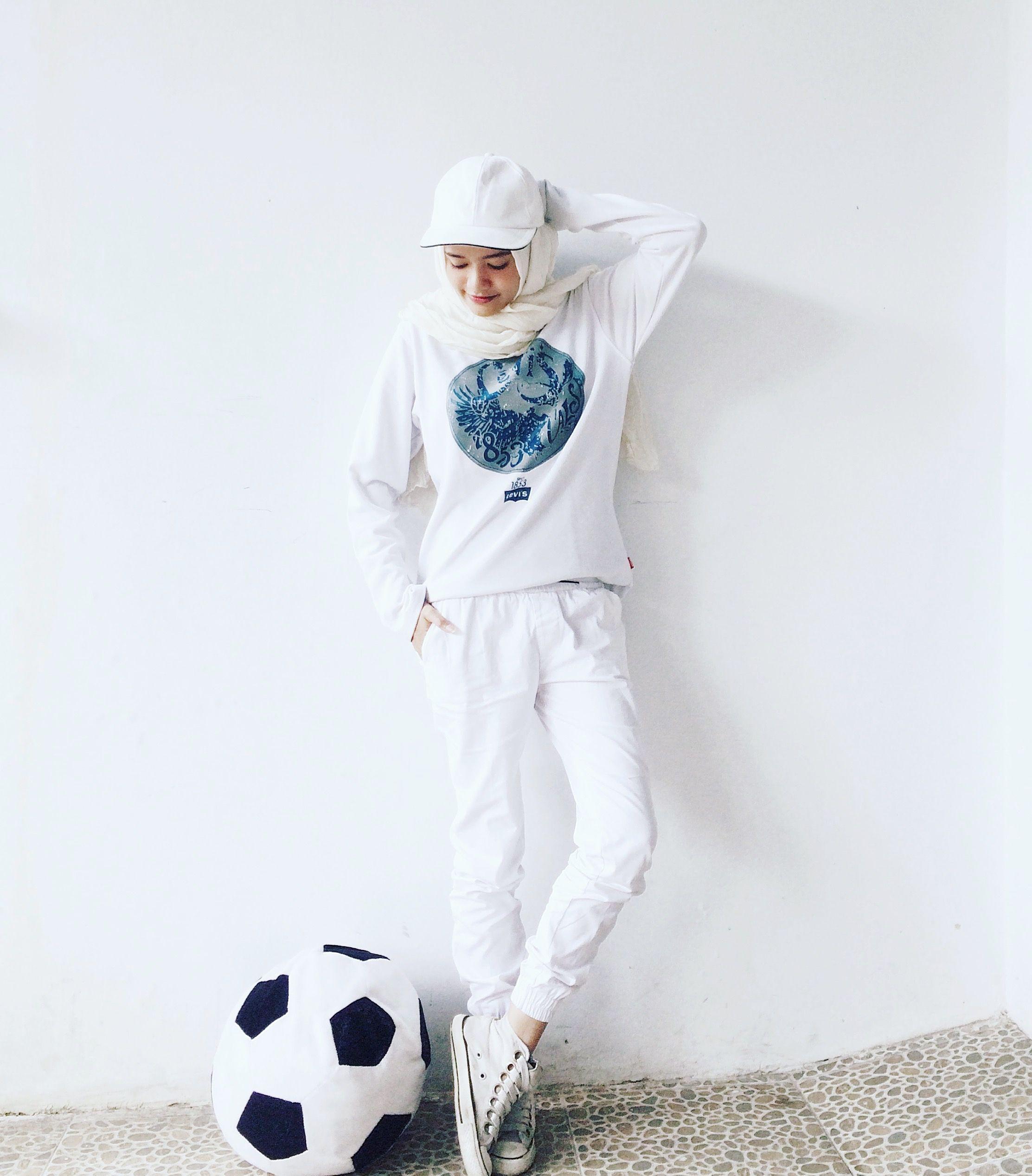 All White Look Jogger Pants Sporty Sneakers Cap T Lgs Slim Fit Ladies Shirt Blue Plaid Biru Muda M Hijab