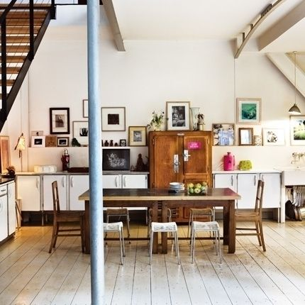Love this kitchen. From an article on artwork groupings in the kitchen.