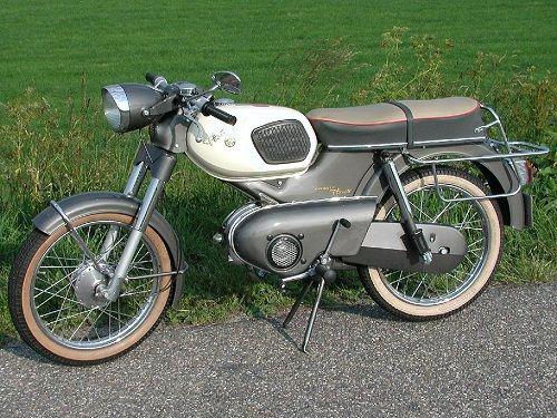 Moto-Kreidler-Kreidler-modèle-Florett-RS- Monocylindre-2-temps-50cc-3cv-5500 tr-min -refroidissement-à-air-forcé-boite-3-vitesses-cadre-poutre-tole-emboutie-essence-12,5litre-80kg-1964-Kreidler-moto-Sttutgart-Allemagne-Europe