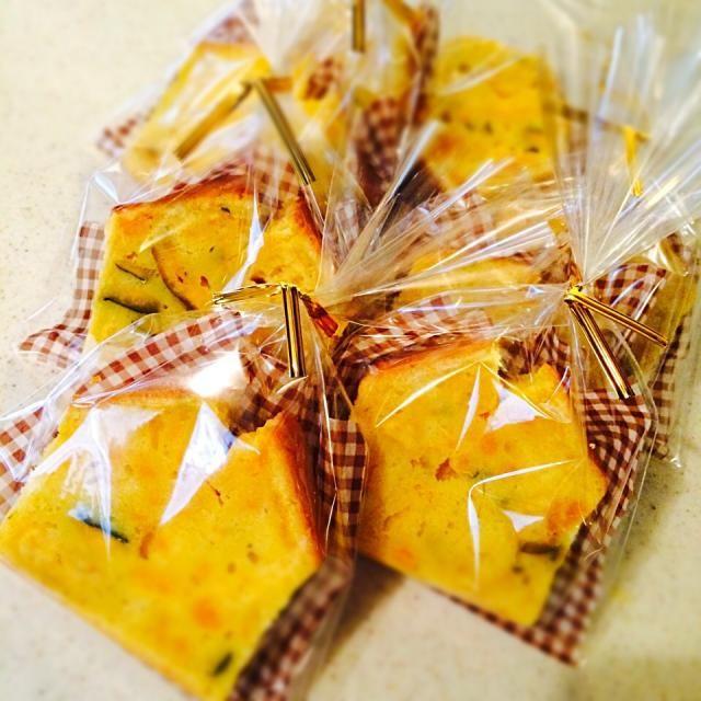 SnapDishに投稿されたRinaさんの料理「かぼちゃのパウンドケーキラッピング (ID:HOCLna)」です。「下にワックスペーパーを敷いてラッピングしました」かぼちゃのパウンドケーキ ラッピング
