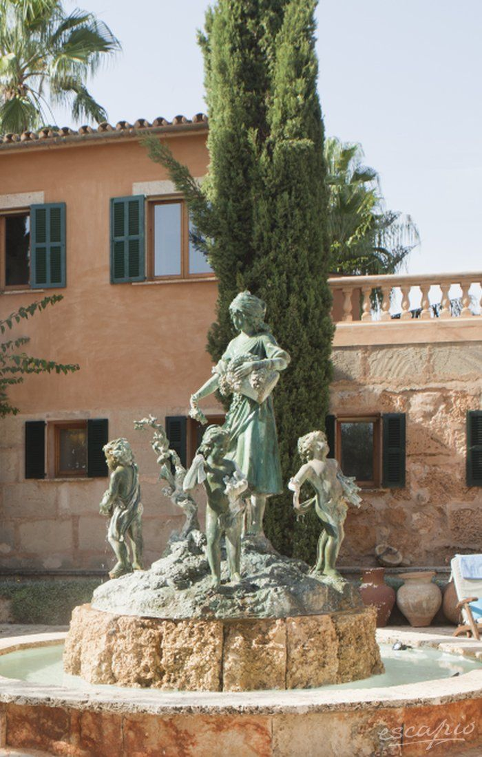 Eine 500 Jahre alte Fince auf Mallorca, die mehr Museum  mit Schlafzimmer als ein Hotel ist. Absolute Empfehlung. Es Revellar Art Resort | Adults Only