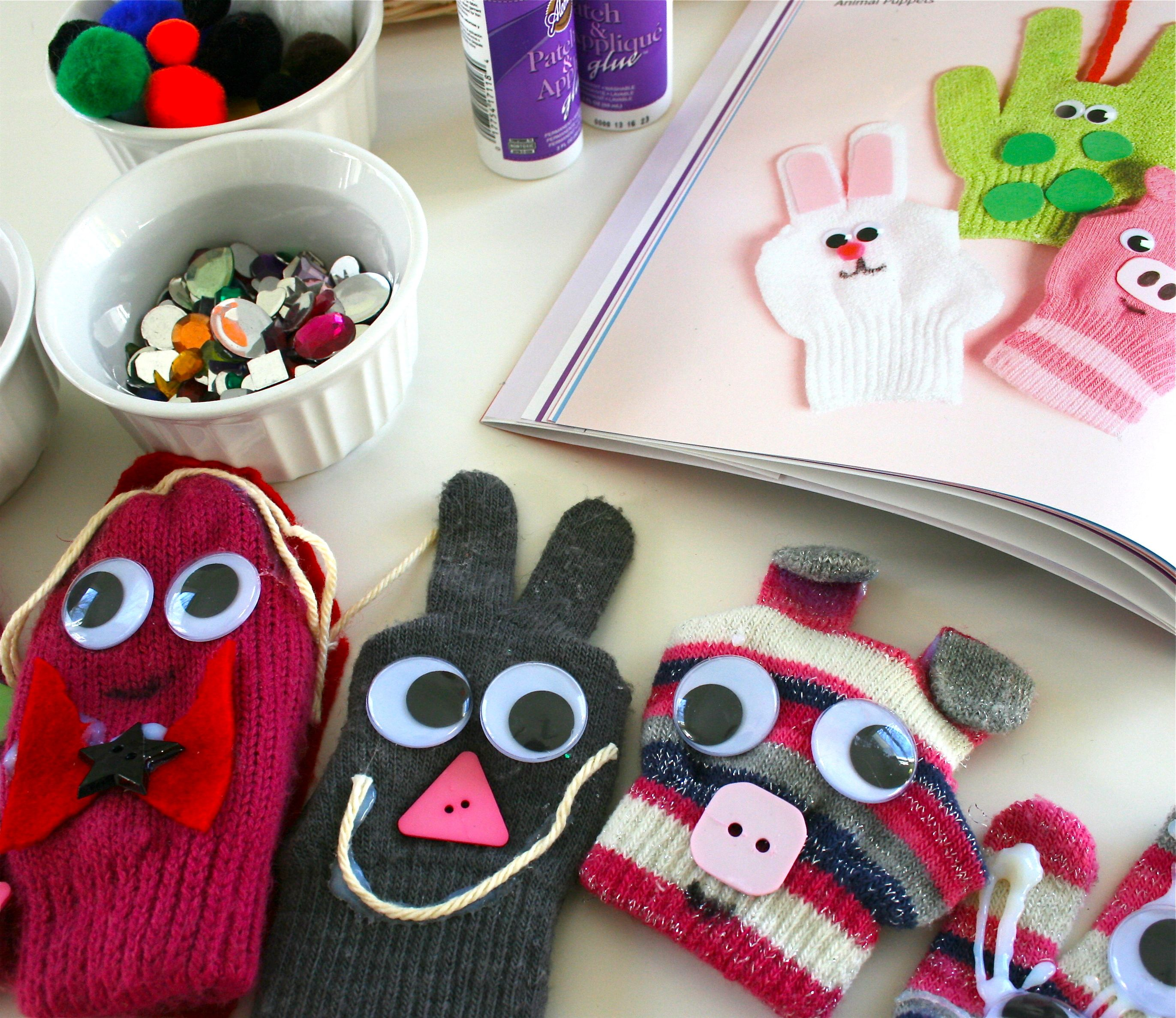 Repurposed mitten puppets.            Gloucestershire Resource Centre http://www.grcltd.org/scrapstore/