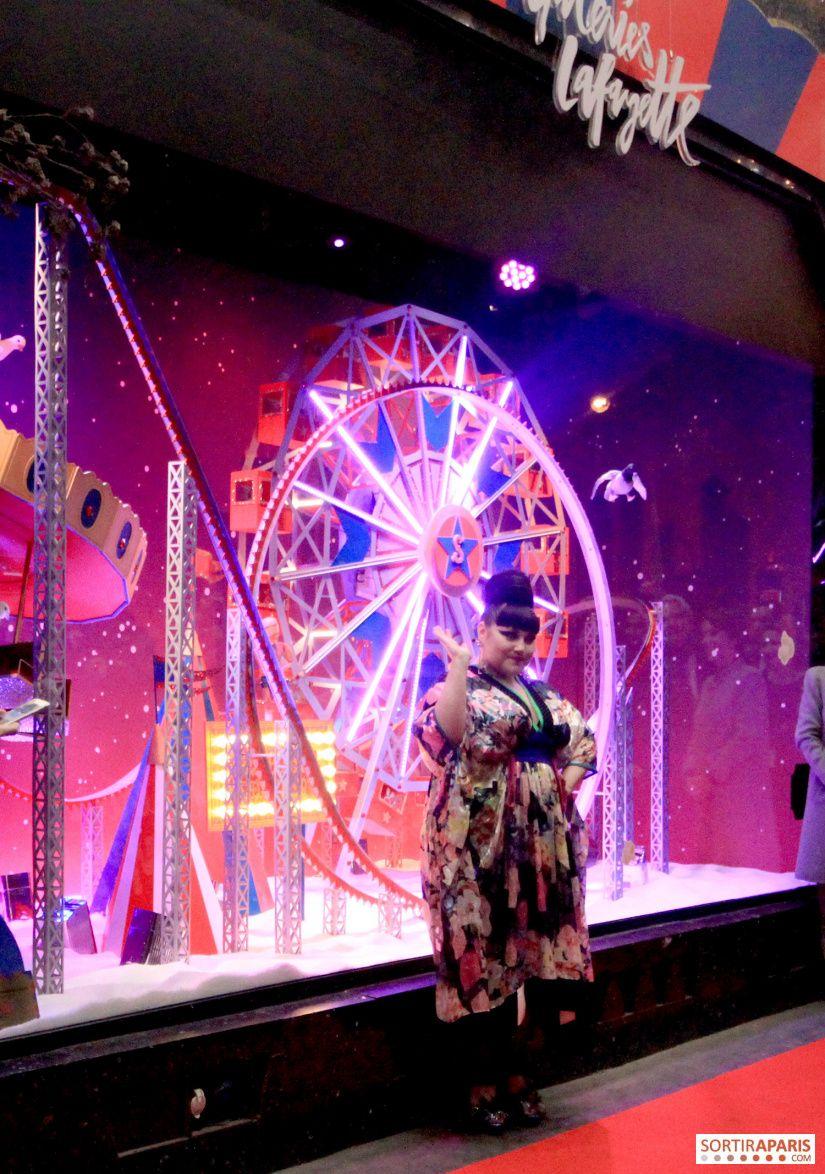 Ouverture Des Galeries Lafayette Vitrines Et Sapin De Noel 2020 En Photos Et Video Vitrine Noel Sapin De Noel Galeries Lafayette