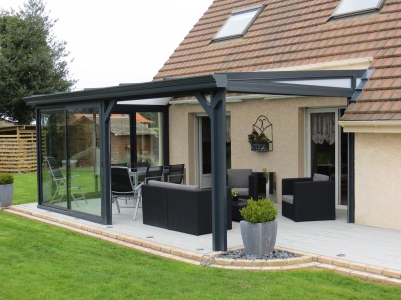 veranda pergola en aluminium gris et stores pergolas. Black Bedroom Furniture Sets. Home Design Ideas