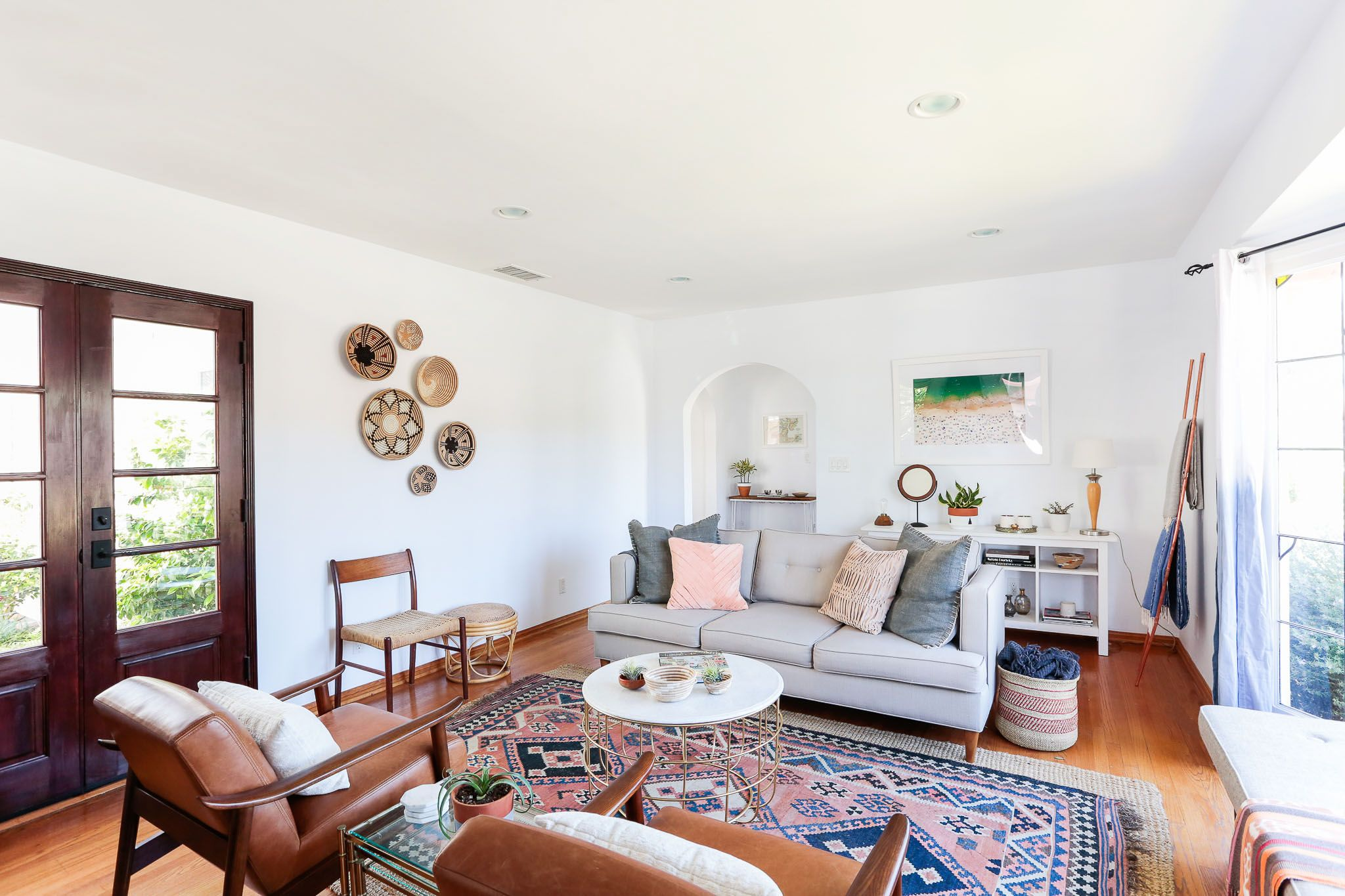 A Homepolish designer in Los Angeles decorated a Spanish-style home ...