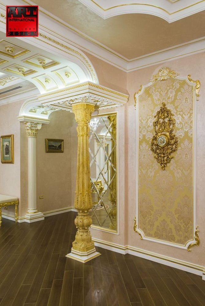 Golden pillar hall design