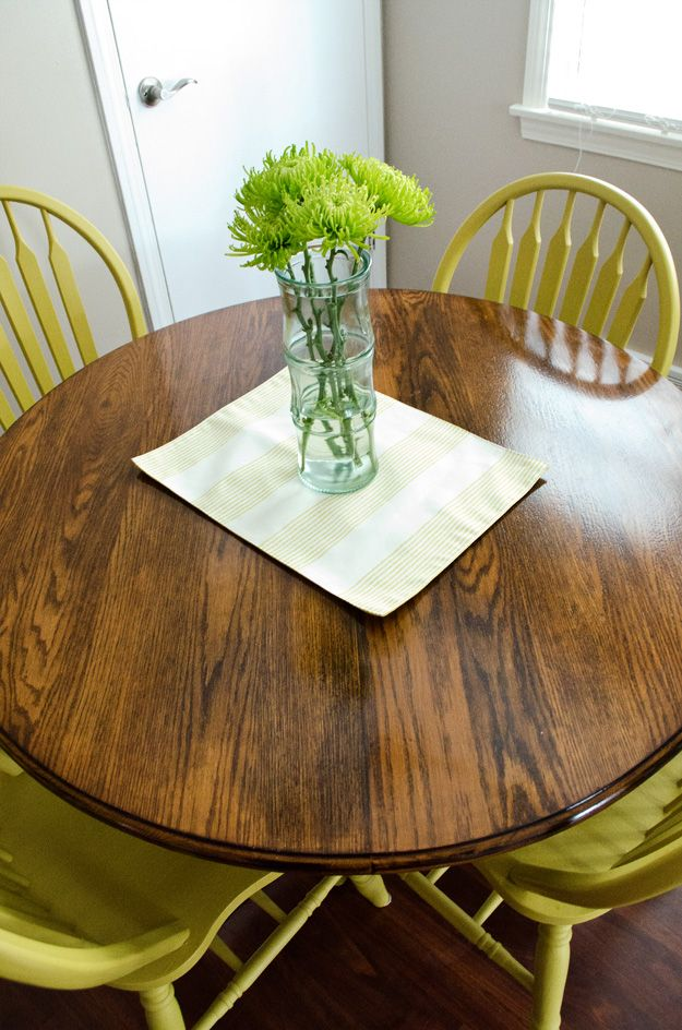 Use Diy Chalk Paint To Refinish An Old Oak Table And Chairs Best Part Is There Is No Sanding