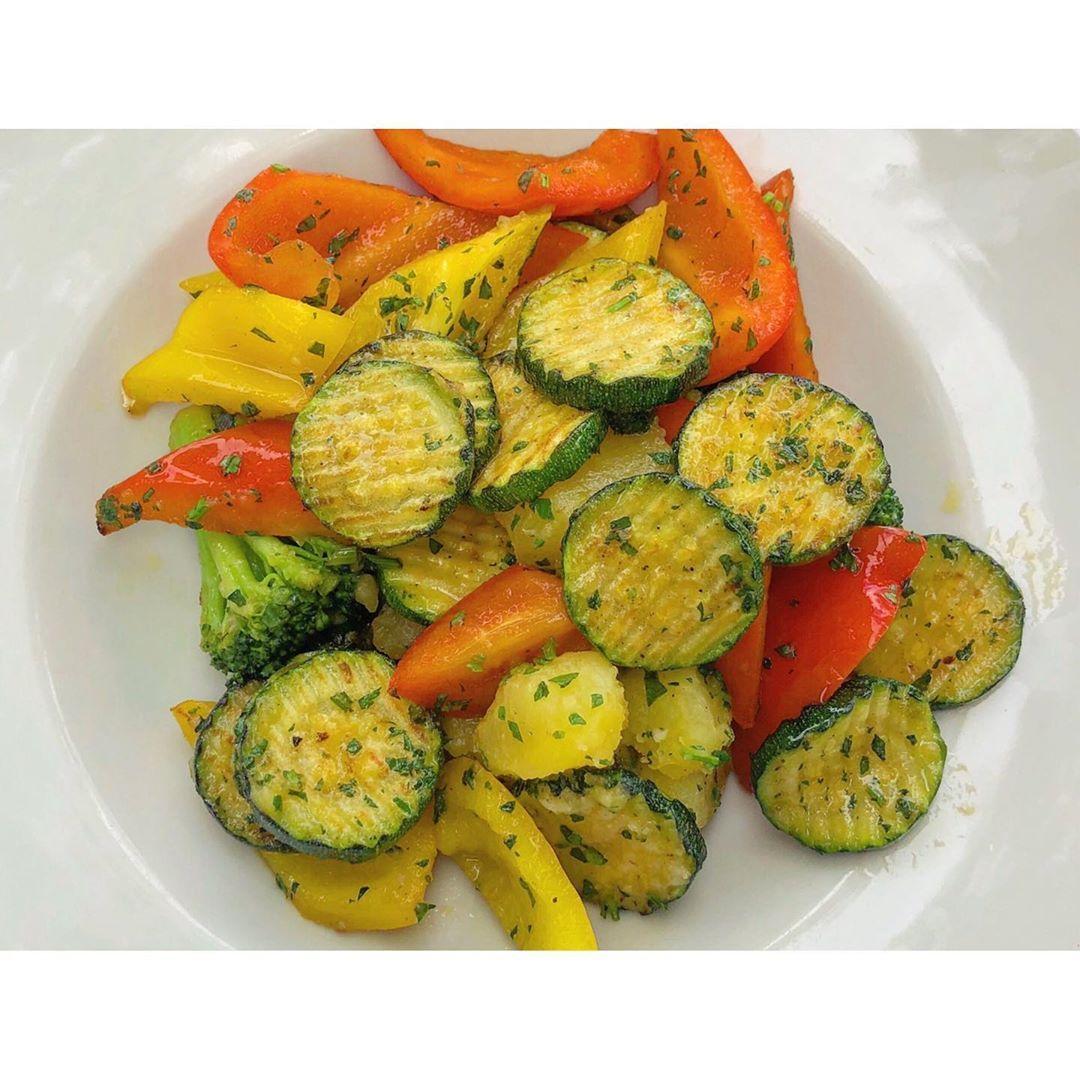 Vegetarian lunch🥗🍆🥑🍅#vegetarian