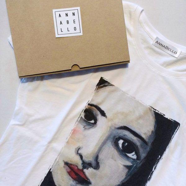 T-shirt con stampa volto di donna